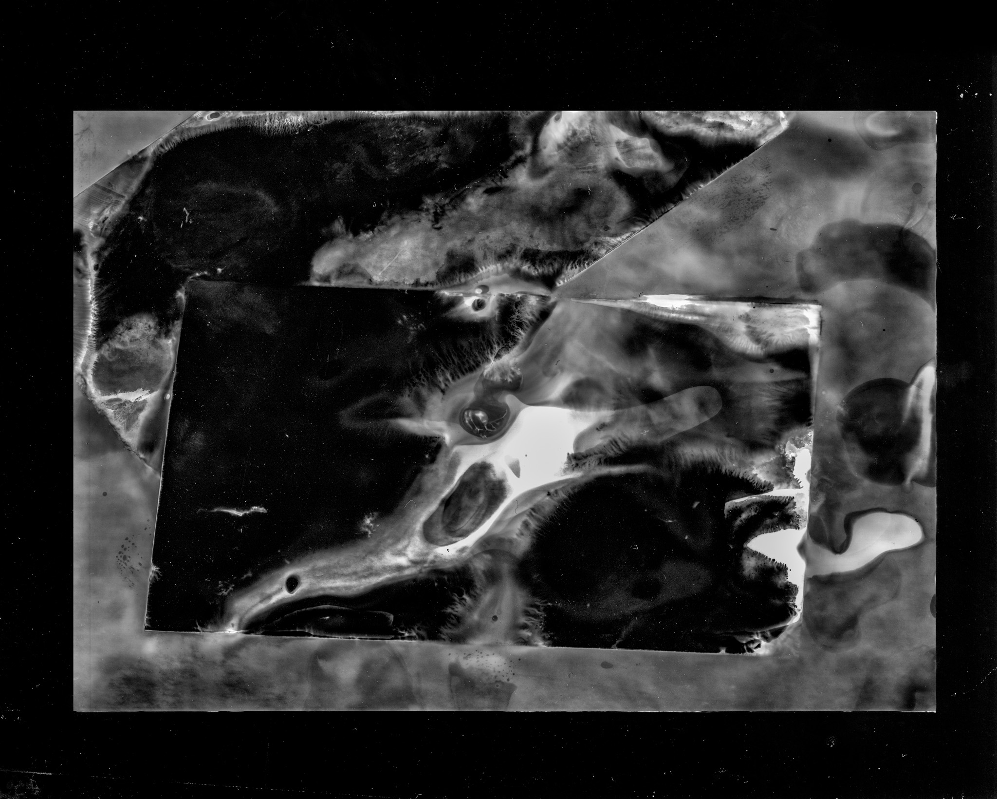 Quimigrama a preto e branco abstracto