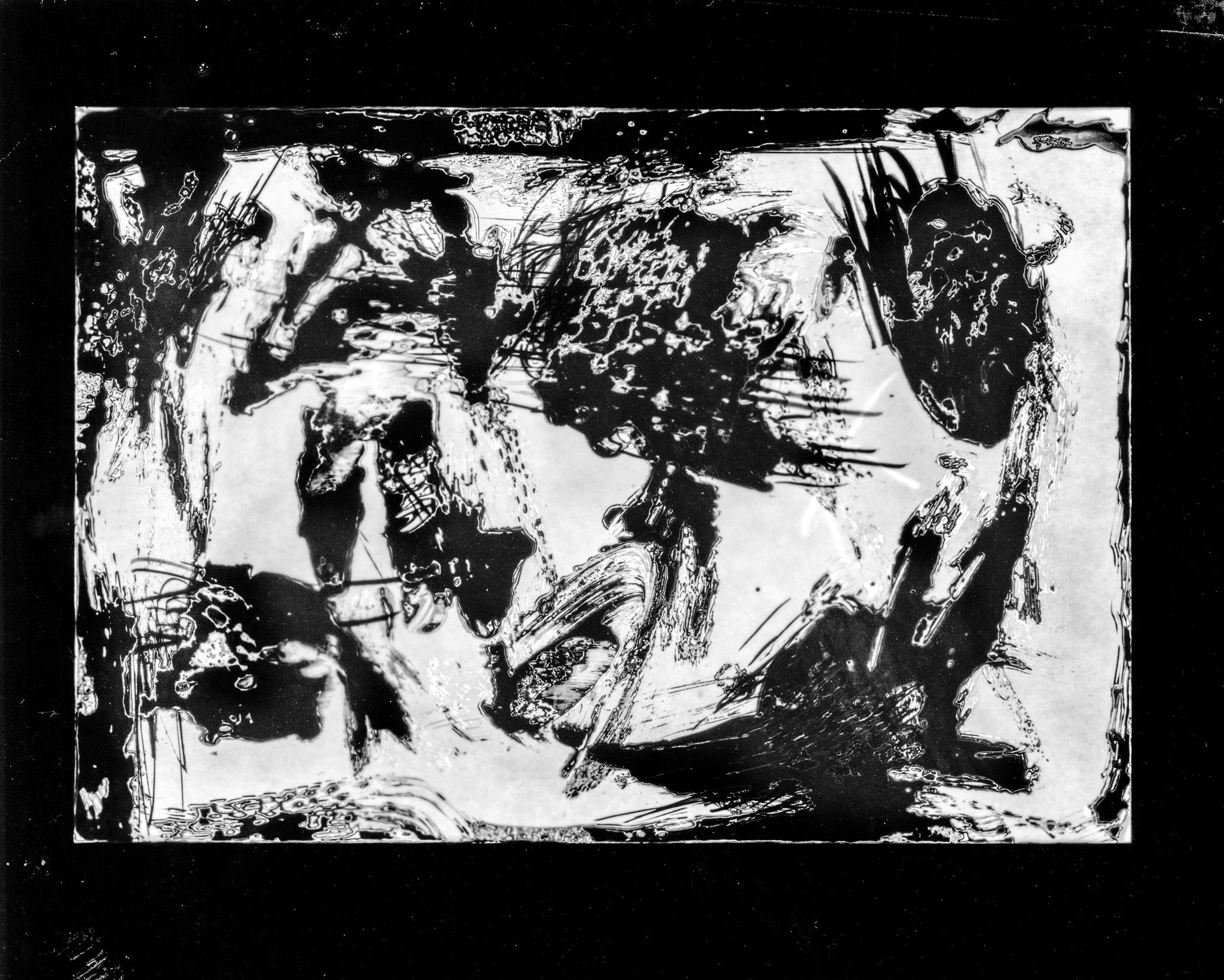 Splendid Isolation Quimigrama a preto e branco abstracto